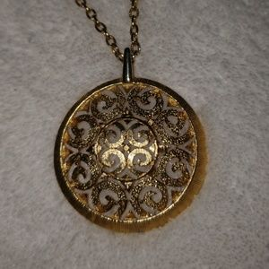 Jewelry - Vintage Gold Plated Pendant & Chain